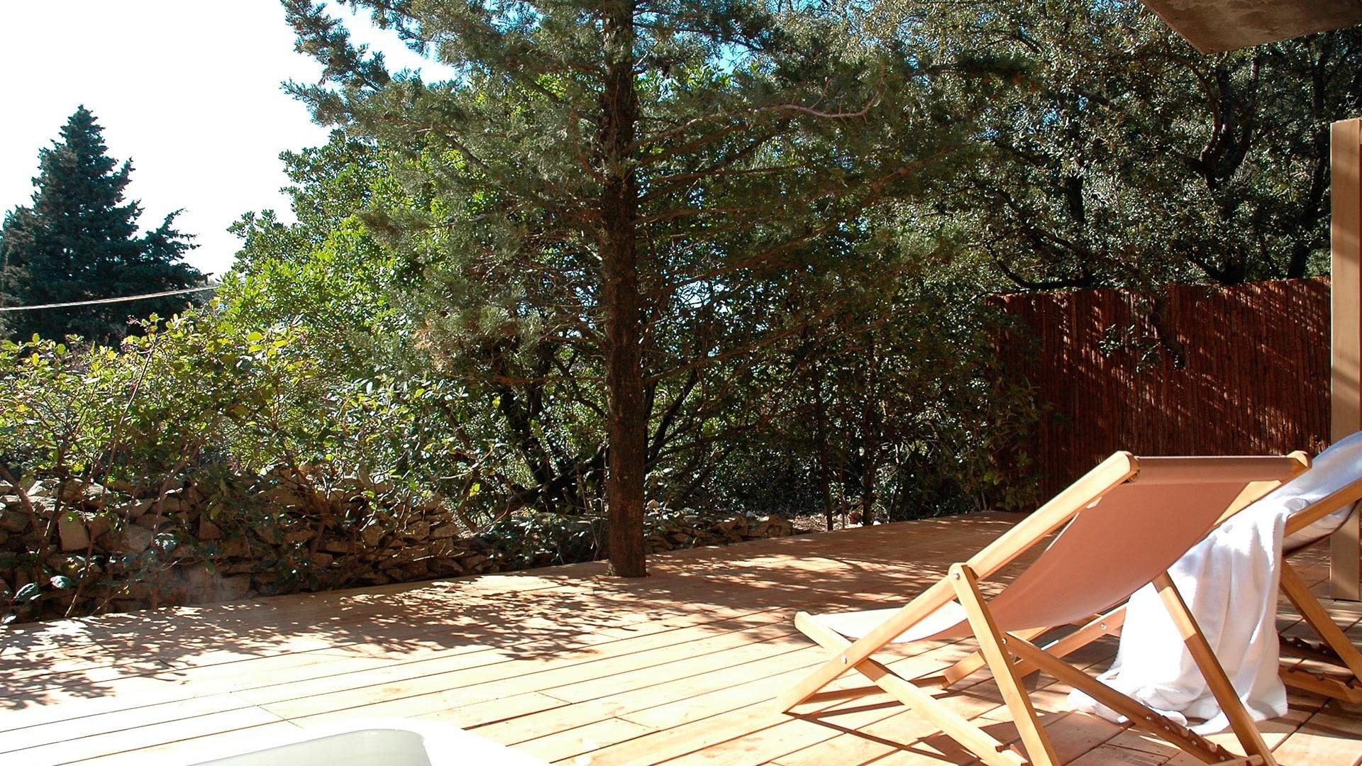 Chambres d hotes et Spa Nimes dans le Gard 3 lodges avec piscine