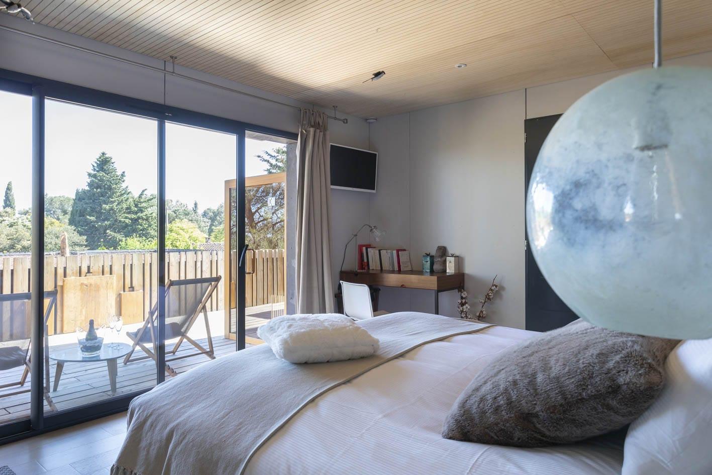 Chambre d'hôtes Nimes - lit double avec vue