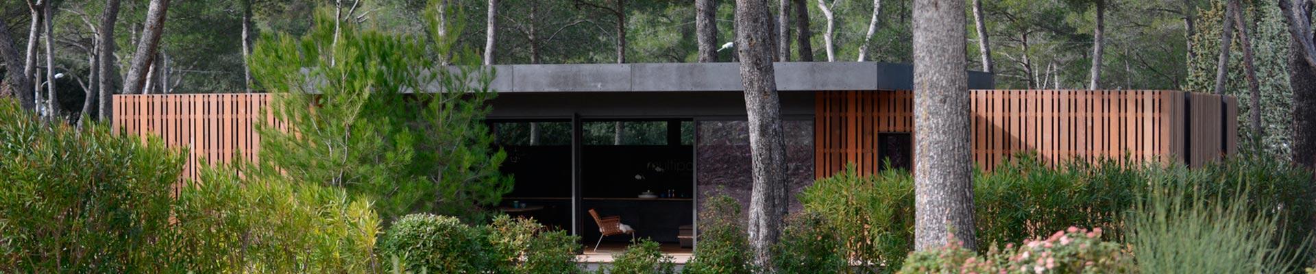 vid o bien loin d 39 ici. Black Bedroom Furniture Sets. Home Design Ideas
